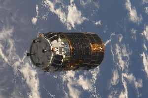1280px-HTV-1_approaches_ISS